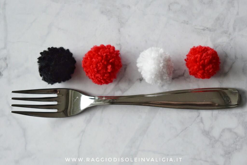 come fare un pompon fai date con una forchetta