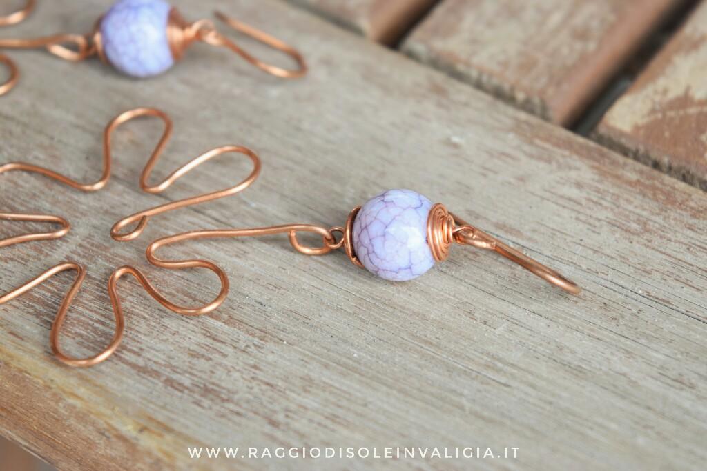 orecchini estivi fiori in rame con tecnica wire