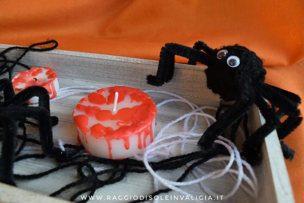 centrotavola per Halloween fai da te con candele insanguinate e ragni