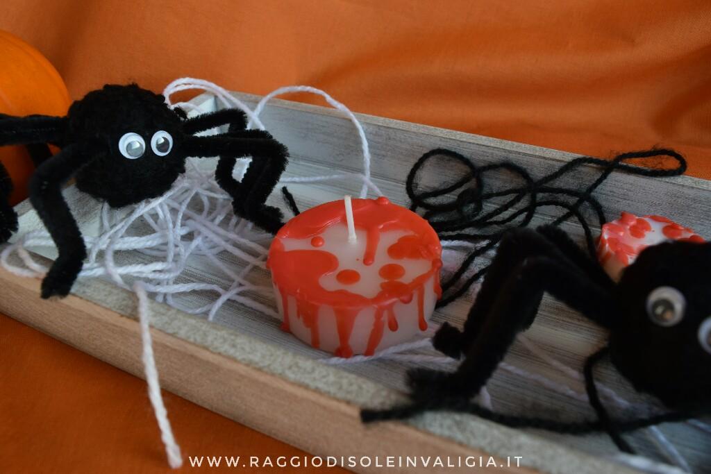 centrotavola per Halloween fai da te con candele insanguinate e ragnetti