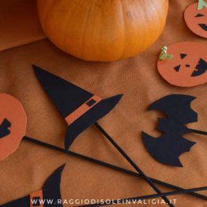 decorazioni con la carta sulla stecco per Halloween
