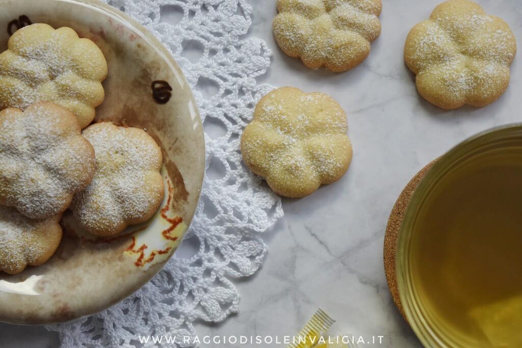 Ricetta semplice per biscotti di frolla viennese all'olio per spara biscotti o sac à poche
