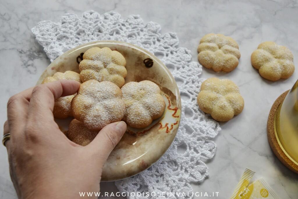 Ricetta semplice per biscotti di frolla montata all'olio per spara biscotti