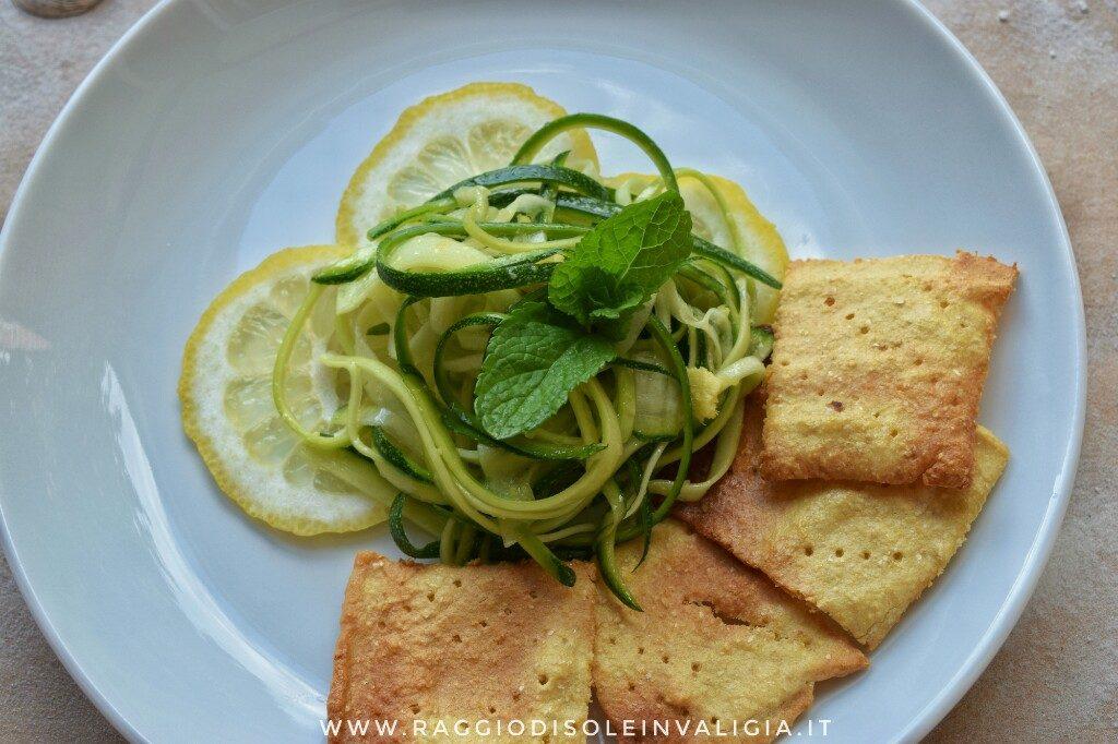5+1 ricette per un antipasto estivo, spaghetti di zucchine e crostini di farina di ceci gluten free