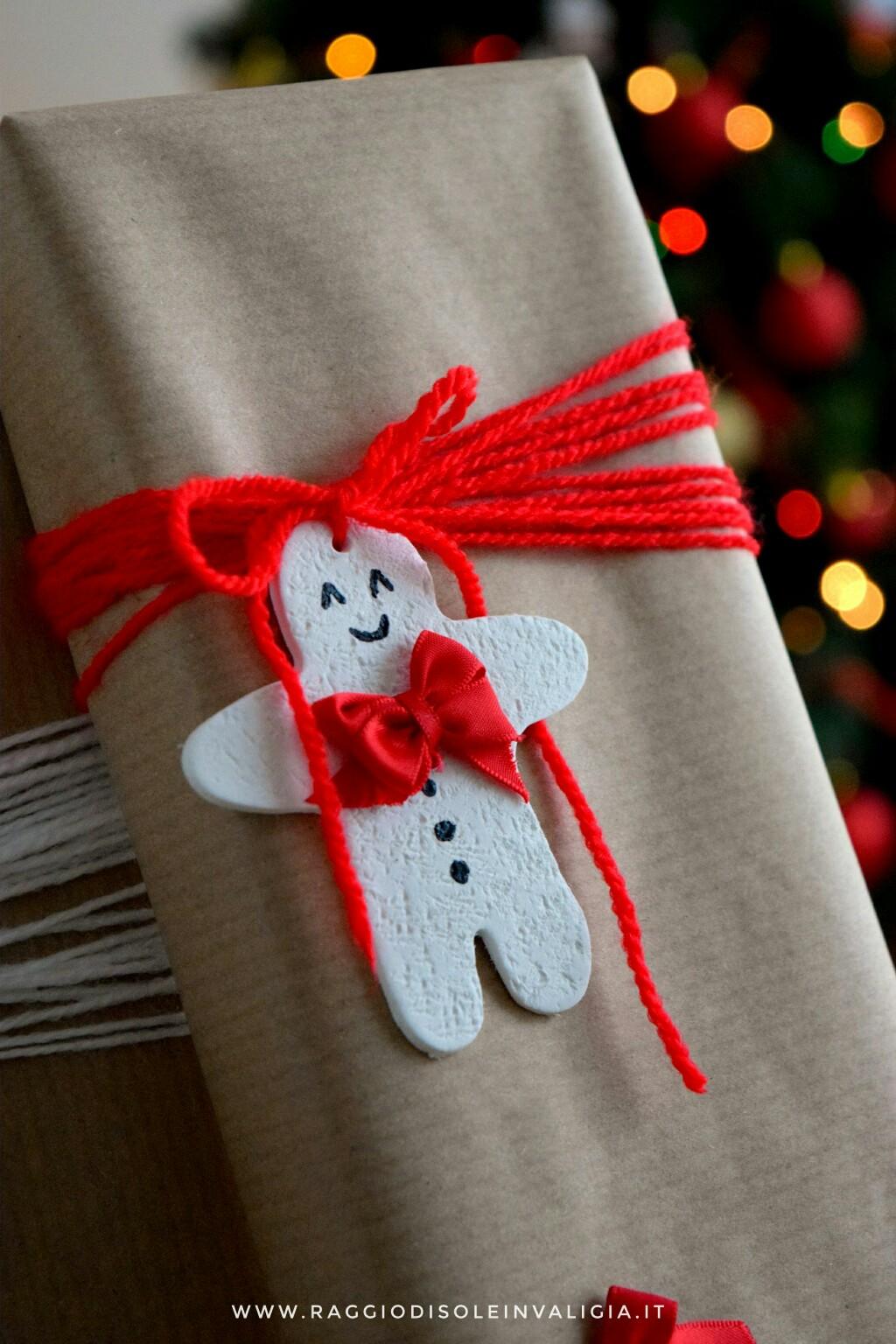 etichetta chiudi pacco e packaging natalizio