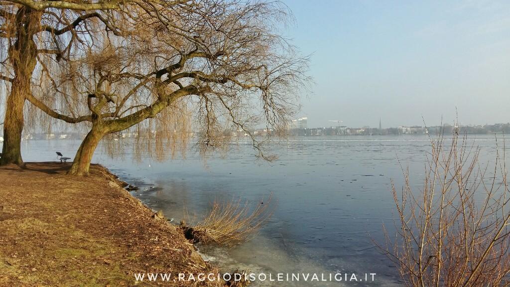 Amburgo: il lago Alster (Außenalster) ghiacciato e Alsterpark inverno 2018