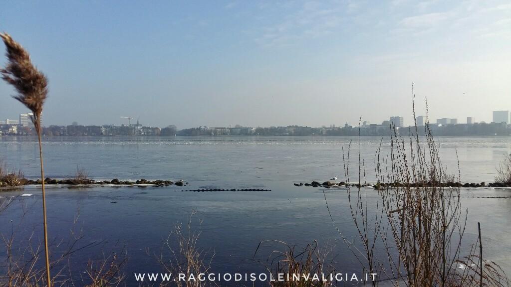 Amburgo: il lago Alster (Außenalster) ghiacciato e Alsterpark