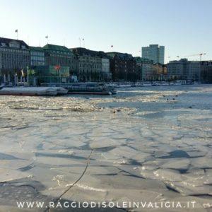 Amburgo: il lago Alster (Binnenalster) ghiacciato inverno 2018
