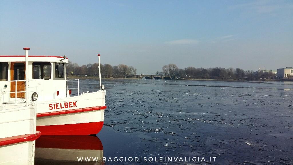 Amburgo: il lago Alster (Binnenalster) ghiacciato