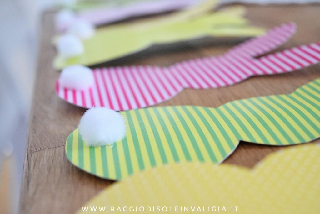 Coniglietti in cartoncino colorato e coda pompon