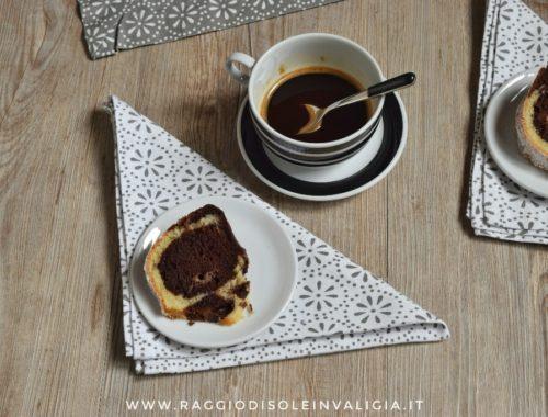 Ciambella variegata al cocco e cacao senza latte e senza burro