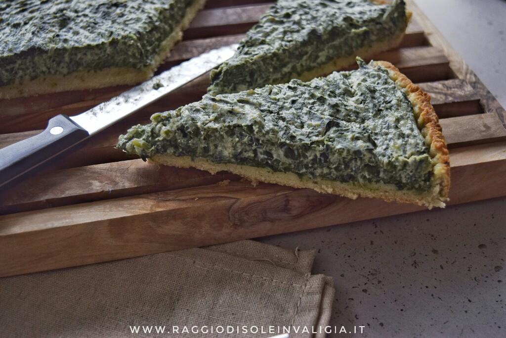 Rustico invernale di brisée integrale con spinaci e ricotta