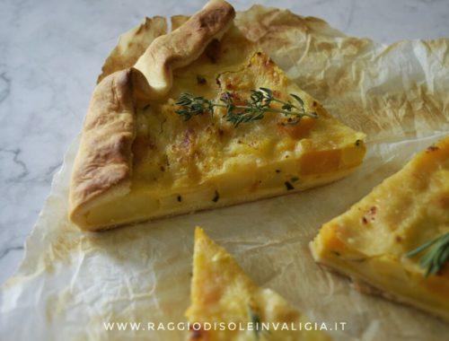Rustico velocissimo con patate, zucca ed erbe aromatiche, ricetta autunnale semplice