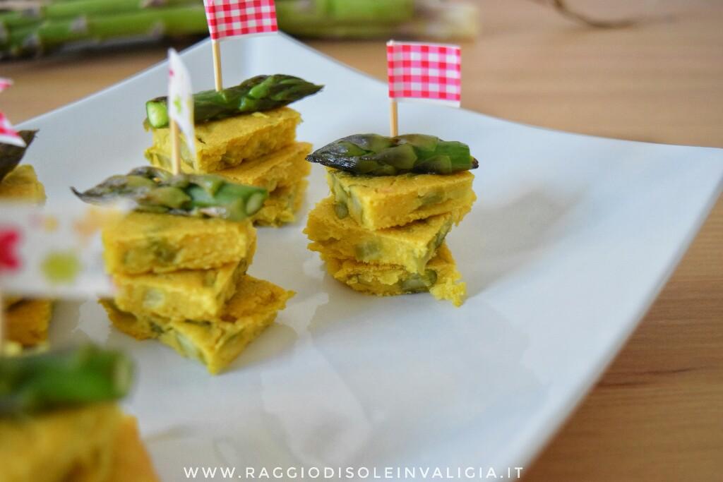 Spiedini di farifrittata agli asparagi, ricetta vegana