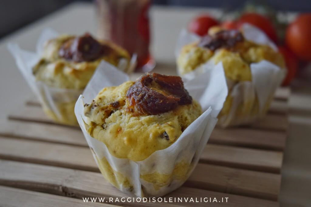 Muffin salati con acciughe e pomodori secchi, senza burro