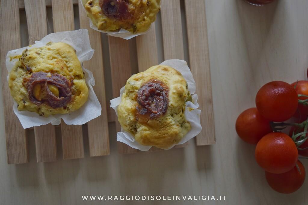 Muffin salati con pomodori secchi e acciughe, senza burro