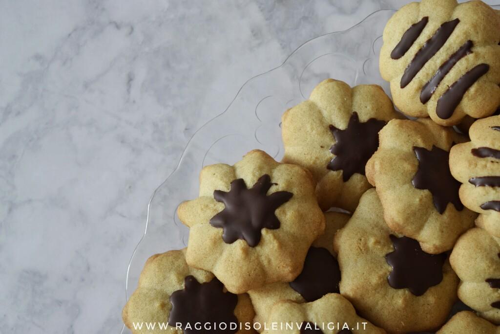 ricetta semplice e veloce per biscotti di frolla viennese montanta al burro