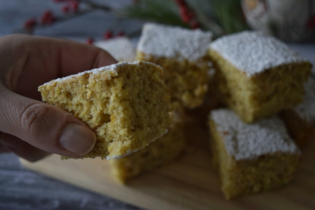 quadrotti di torta di pan d'arancia senza burro e senza latte