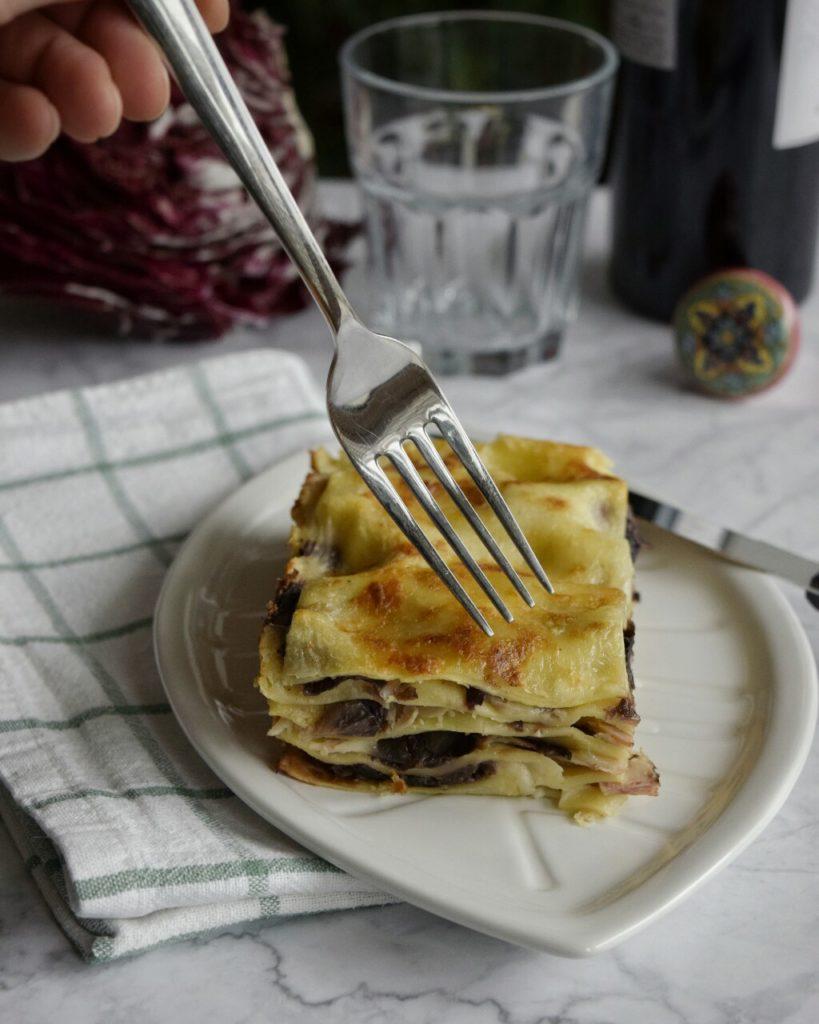 Ricetta semplice per preparare delle gustose lasagne bianche con radicchio e brie
