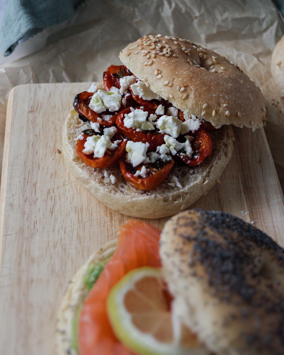 Ricetta bagel con pomodorini confir e feta