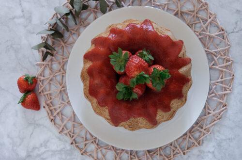 Ciambella pan di fragole e coulis di fragole alla vaniglia