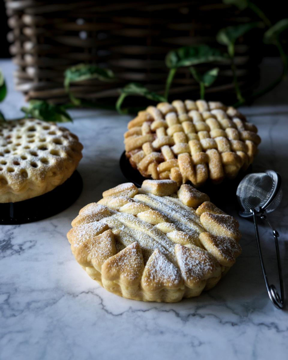 Crostatine con pasta frolla all'olio e confettura, ricetta facile e leggera