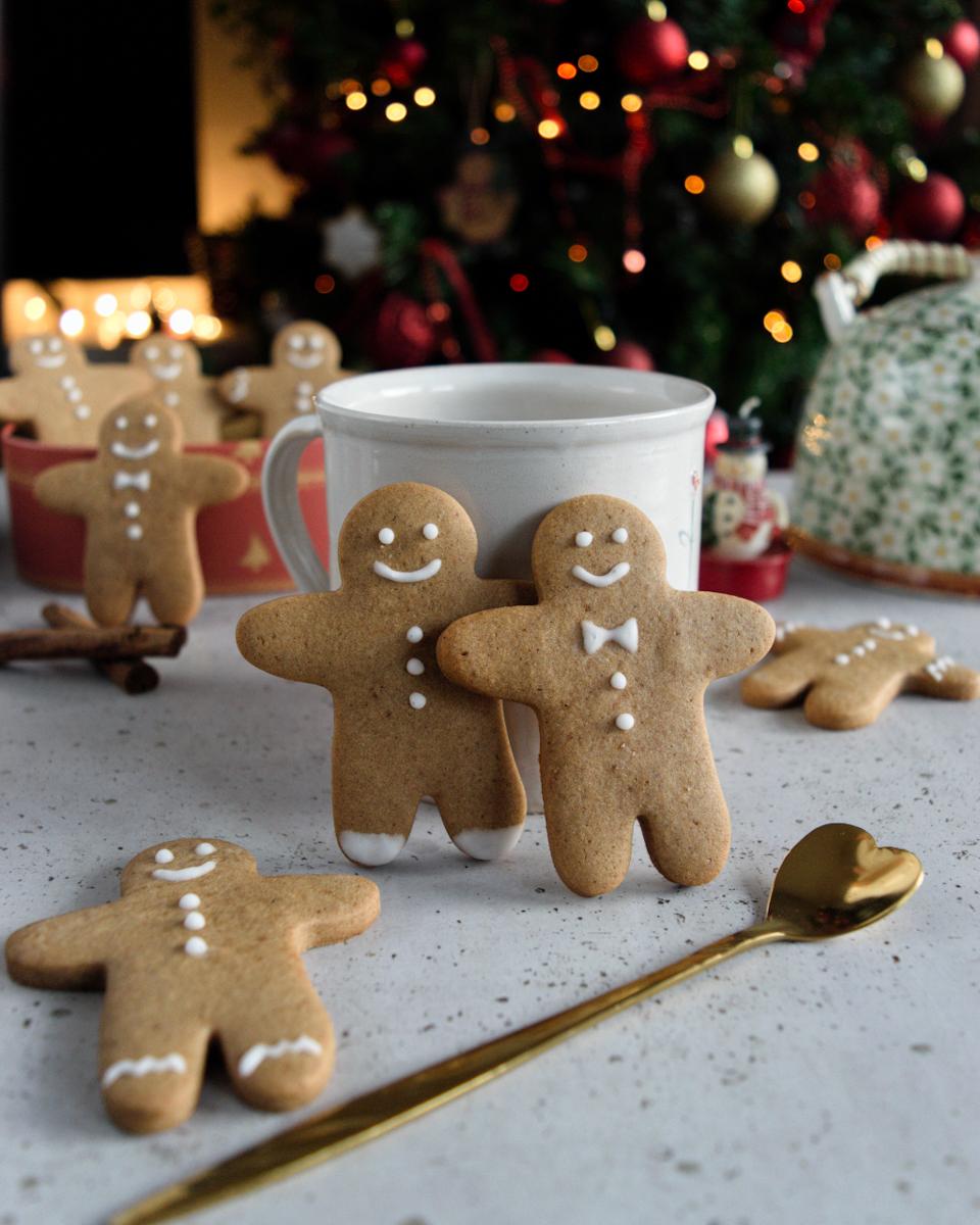 Gingerbread man o omini pan di zenzero ricetta originale natalizia