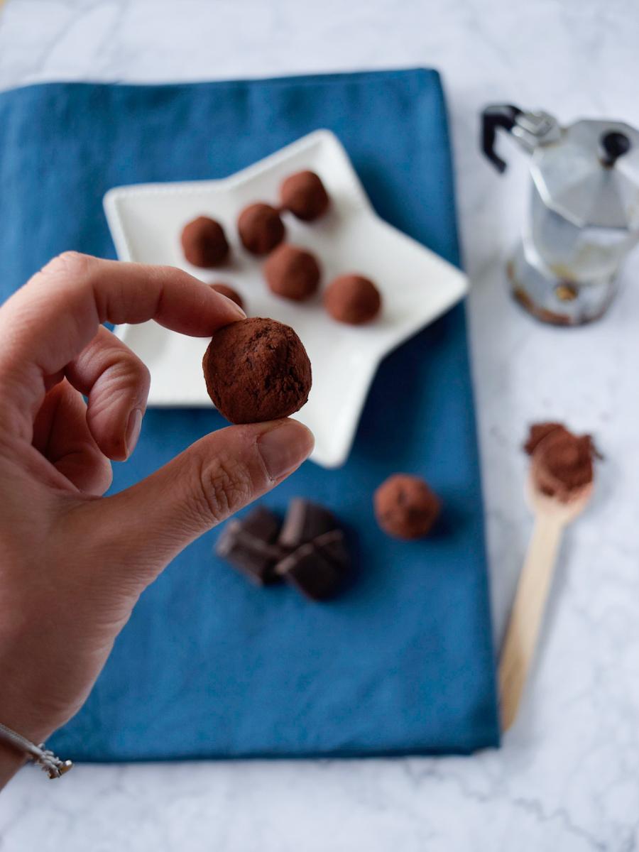 tartufini cioccolato fondente e caffè, dolcetti semplicissimi e veloci