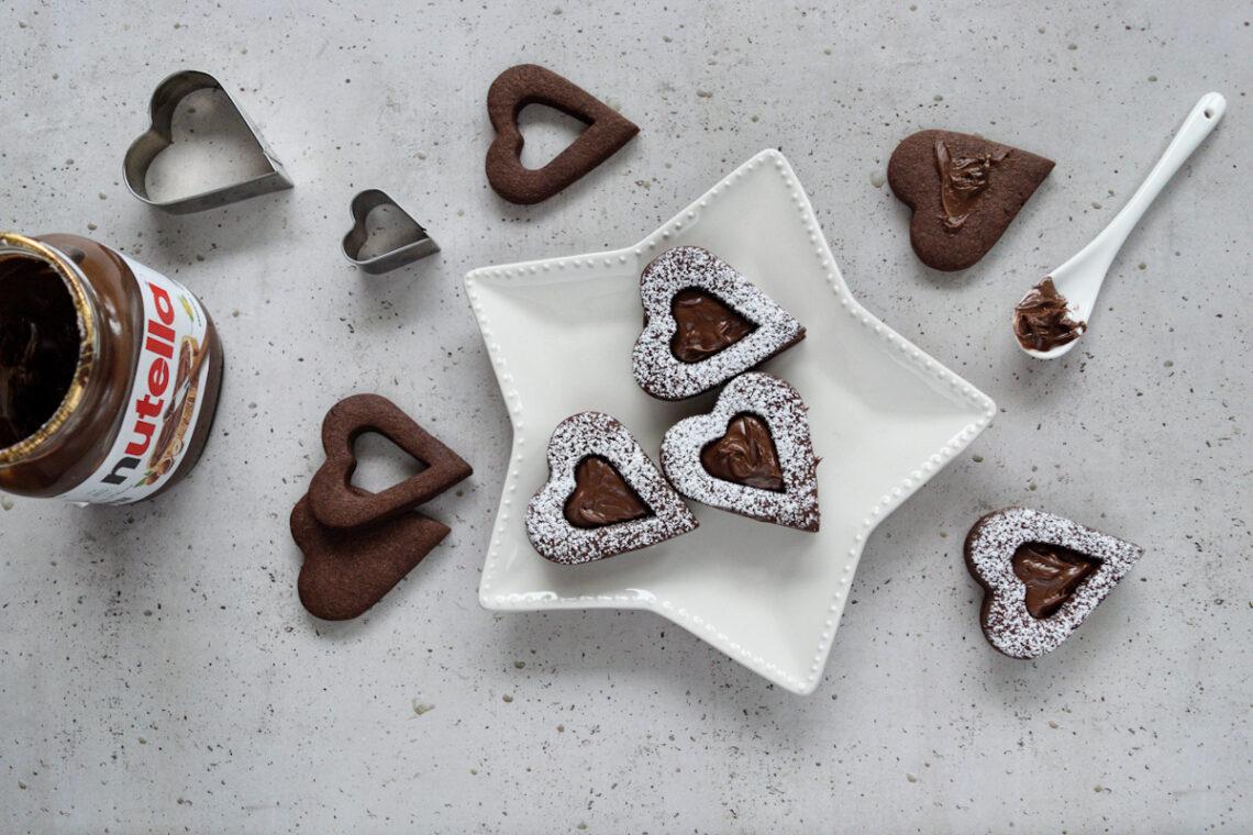 Ricetta per preparare dei biscotti cuori ripieni di Nutella