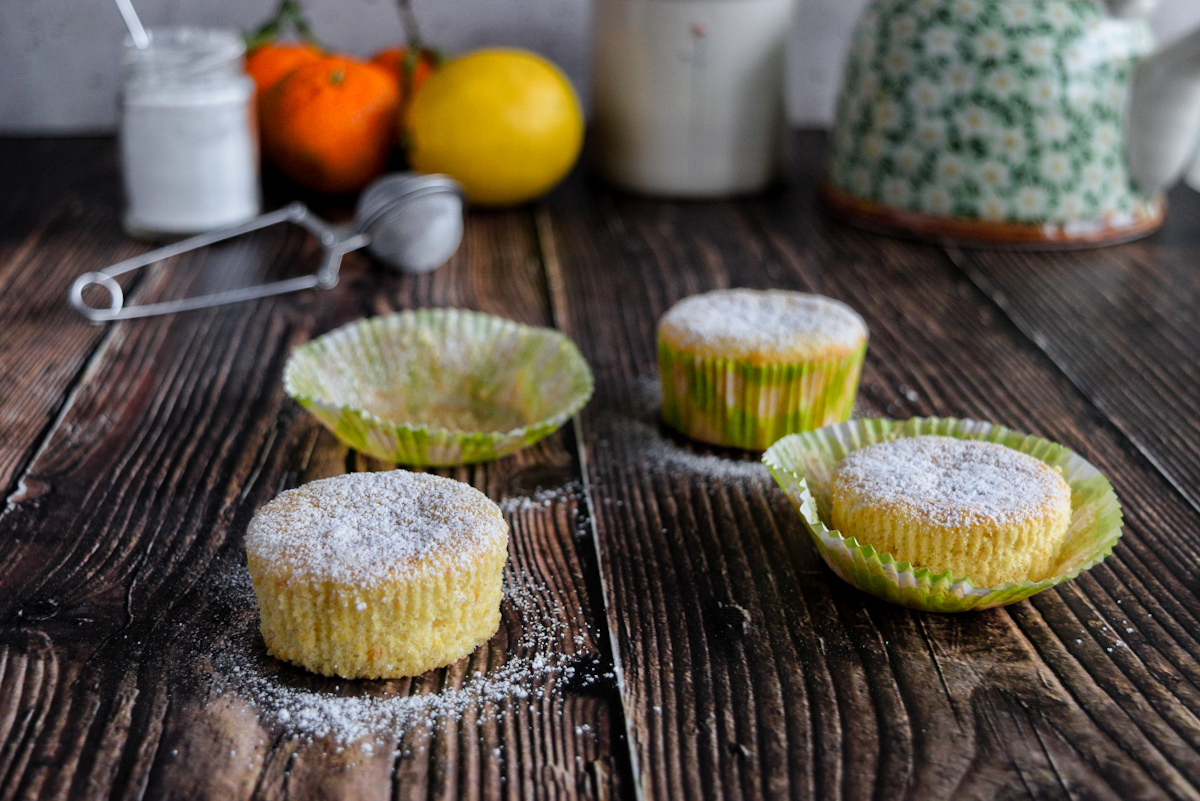 Tortine o muffin agli agrumi con solo albumi e senza burro o latte